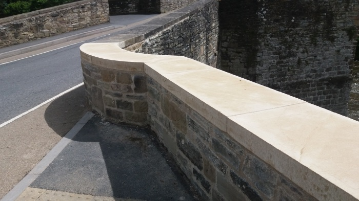 Ludford_Bridg_repairs_parapet_close_July_2016